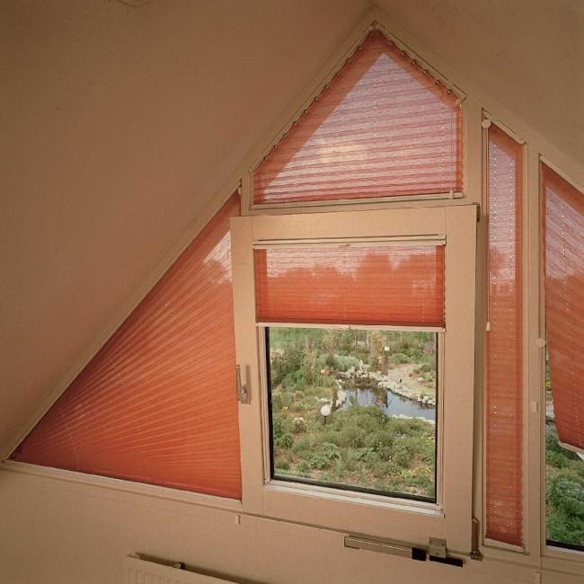 Треугольная штора для мансарды